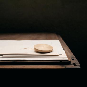 Presse papier en laiton